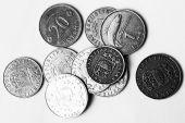 Kā ar interneta palīdzību ietaupīt naudu?