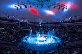 Skatītāji atzinīgi novērtē unikālo Gigantisko strūklaku šovu Rīgas cirkā