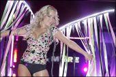 """""""Fashion&Show"""" rīdziniekus pārsteidz  ar krāšņu divu līmeņu skatuvi un ekspresīviem tērpiem"""