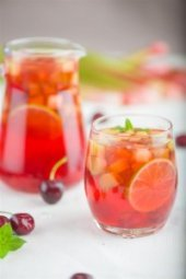 Rabarberu un kirsu limonade